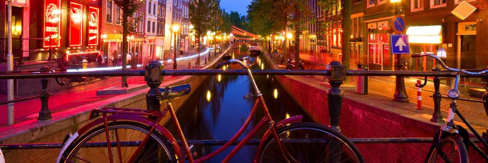 Amsterdam hat einen der berühmtesten Rotlicht-Bezirke.