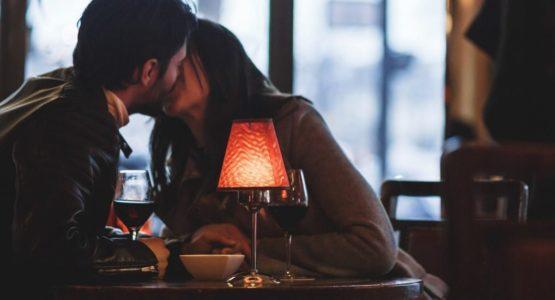 Beim Escort ohne Sex genießt Du ein nettes Dinner in guter Gesellschaft