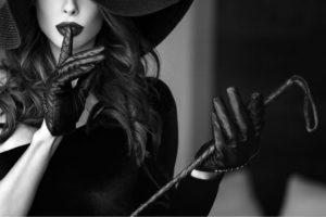Sexy Dominas sind Expertinnen für die Erfüllung von bizarren Fantasien